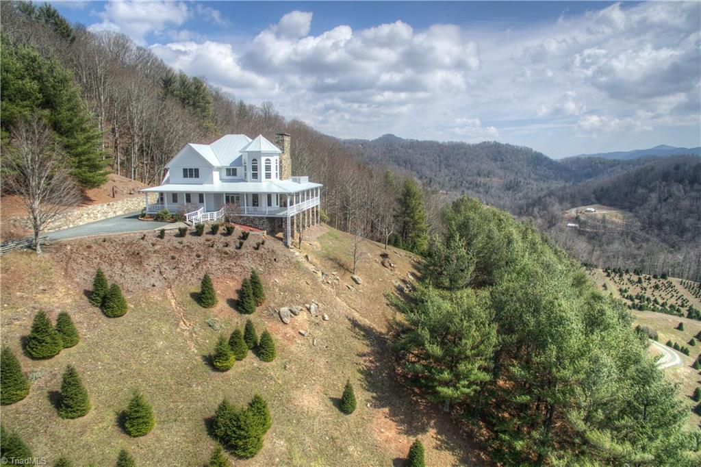 4221 Bethel Road, Sugar Mountain, North Carolina 28679, 4 Bedrooms Bedrooms, ,Residential,For Sale Triad MLS,Bethel,829885