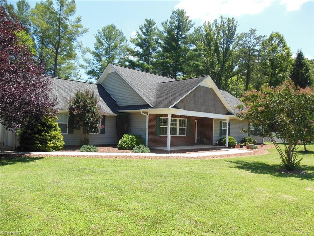 Beautiful one level home with open floor plan on one plus acre and pond frontage.  Features vaulted ceilings and rock fireplace with gas logs.  Large kitchen with island, granite counter tops and new appliances. Master BA with jetted tub, walk in shower and double sinks. Large master BR with patio access and large walk in closets. Fresh paint and new carpet throughout. New heat pump.