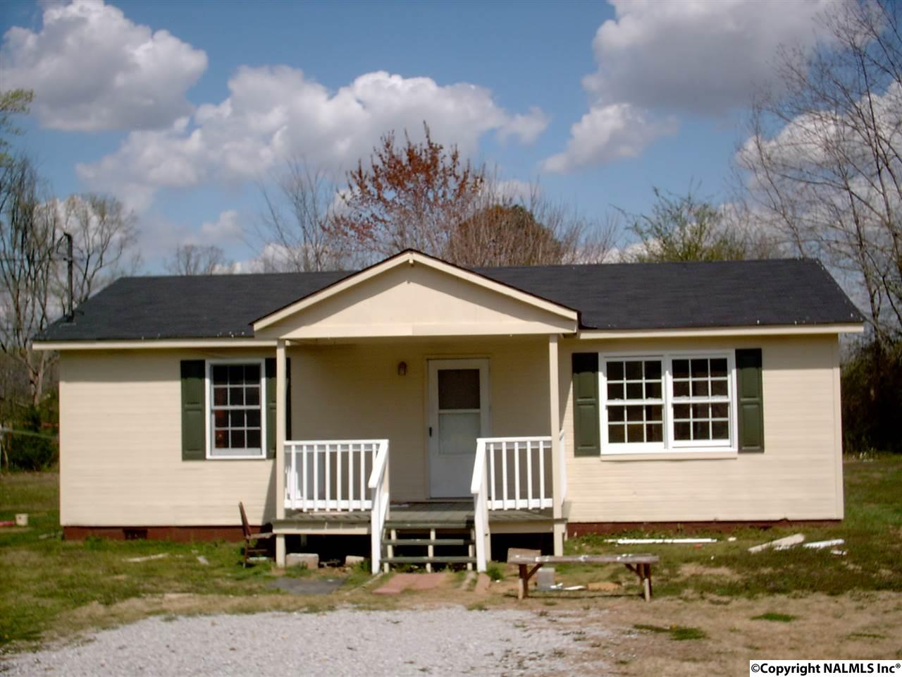 Photo of home for sale at 181 Eliza Lane, New Market AL