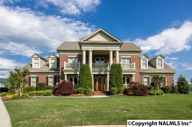 Photo of home for sale at 3104 Providence Point, Hampton Cove AL