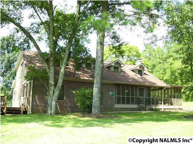 Photo of home for sale at 621 County Road 604, Hollytree AL