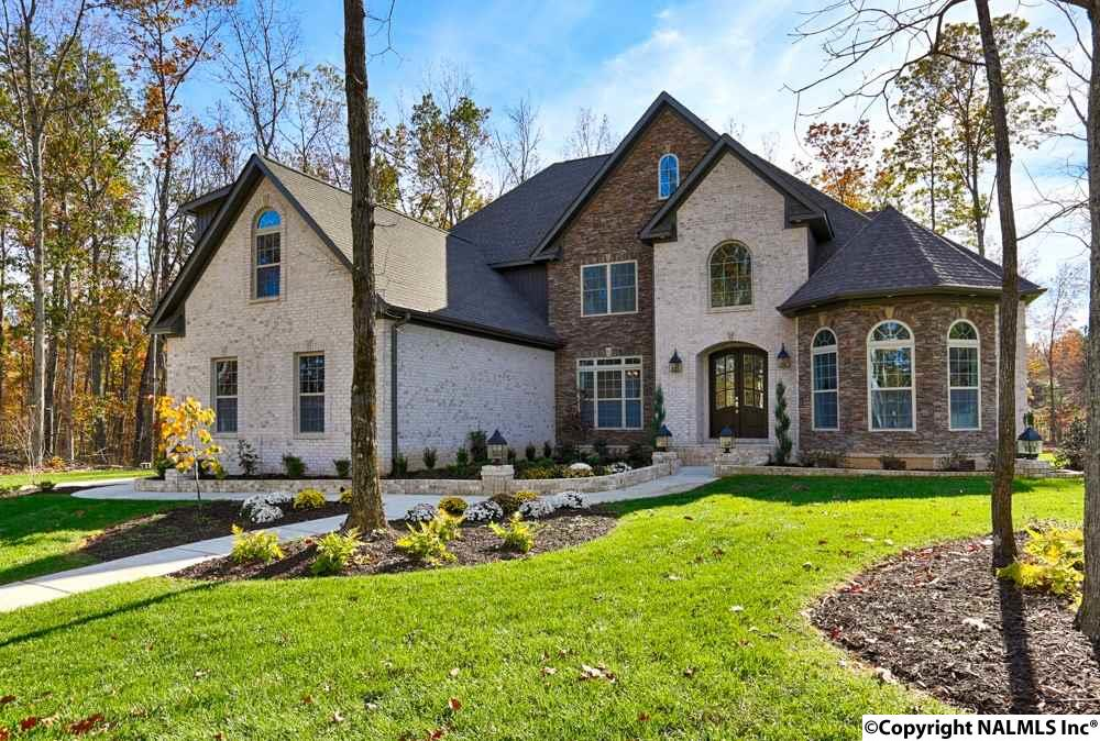 Photo of home for sale at 26 Scenic Loop Road, Huntsville AL
