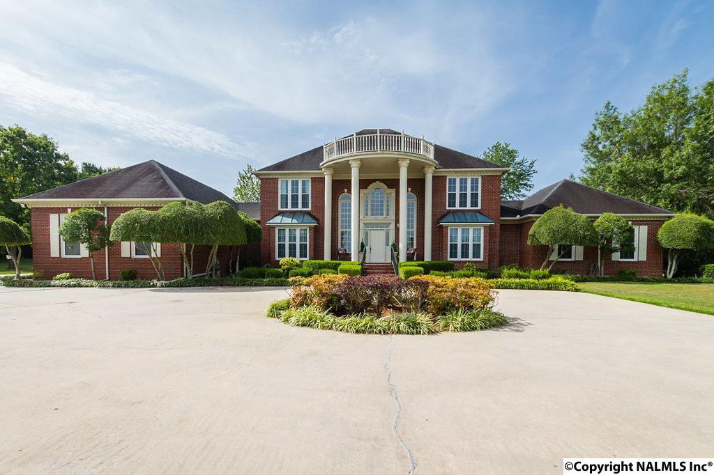 Photo of home for sale at 4114 Indian Hills Road, Decatur AL