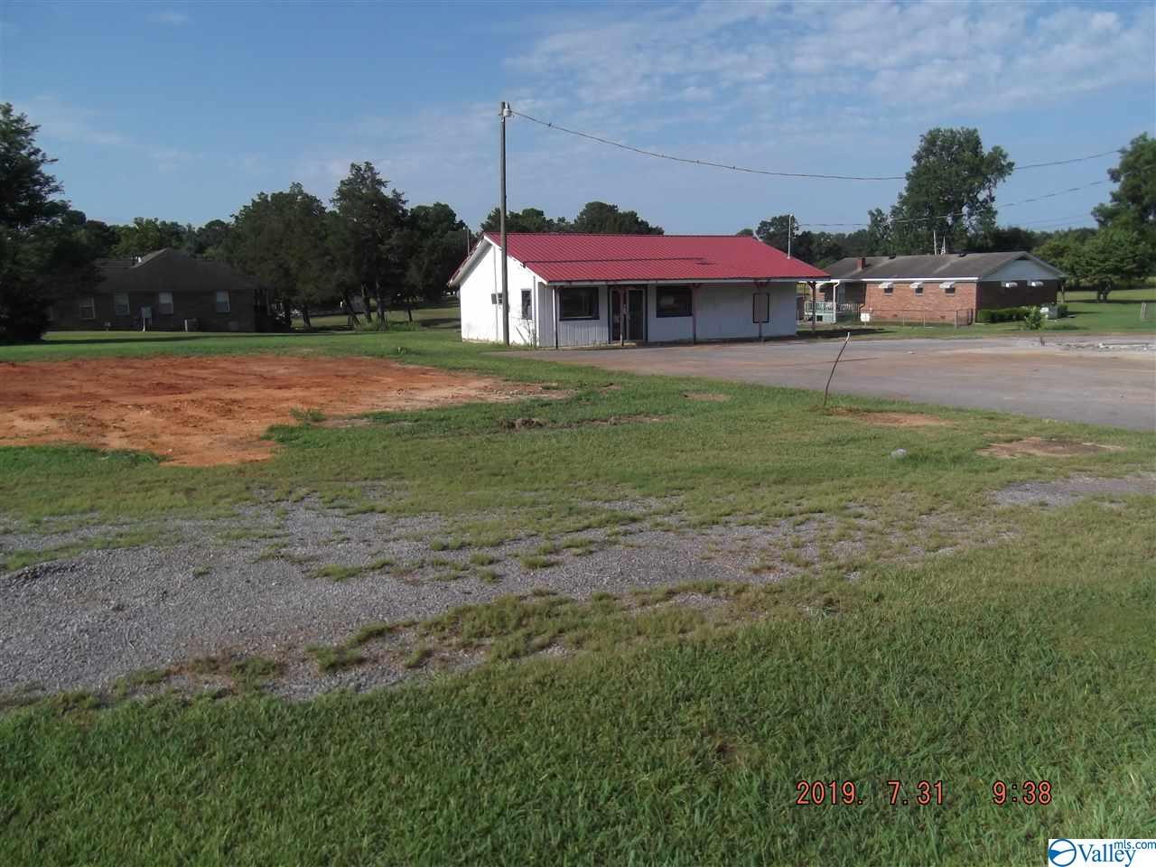 Photo of home for sale at 1306 Main Street, Hartselle AL