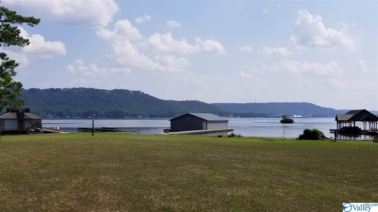 Photo of home for sale at 107D Pine Dale Drive, Guntersville AL