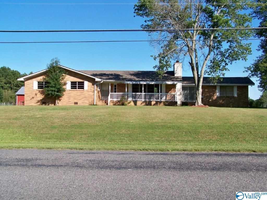 Photo of home for sale at 1226 Mountainboro Rd, Boaz AL
