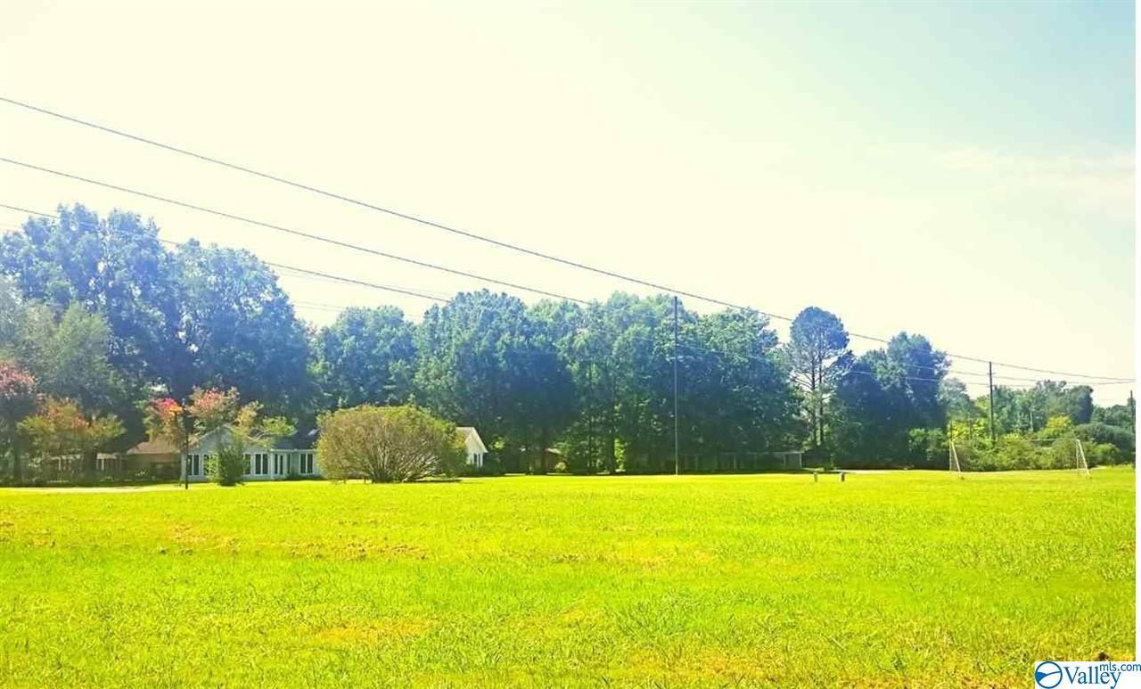 Photo of home for sale at 1323 Regency Blvd, Decatur AL