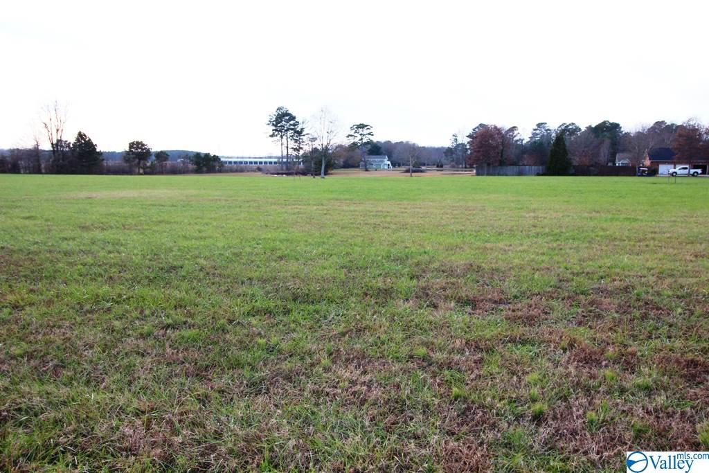 Photo of home for sale at 8 Magnolia Trail, Centre AL