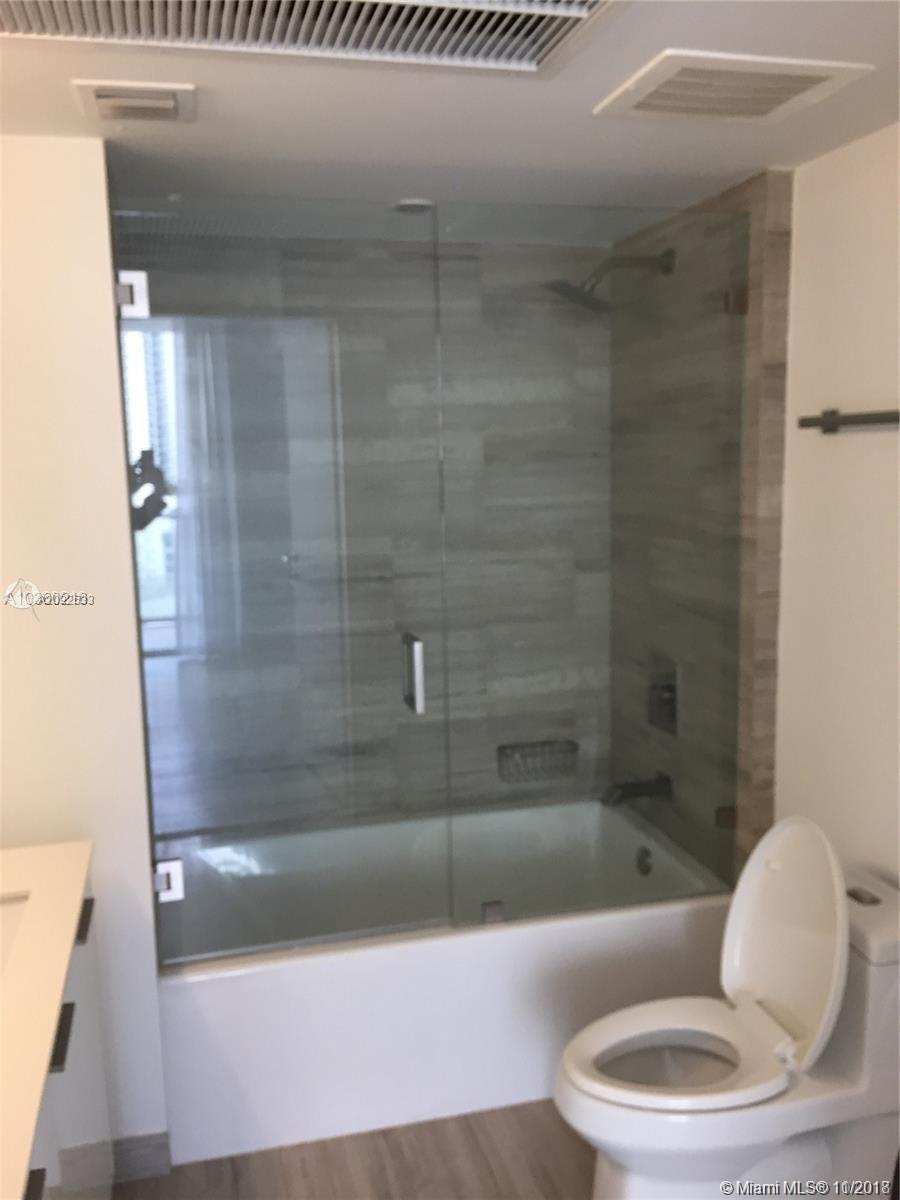 1300 BRICKELL BAY DR #1711 photo010