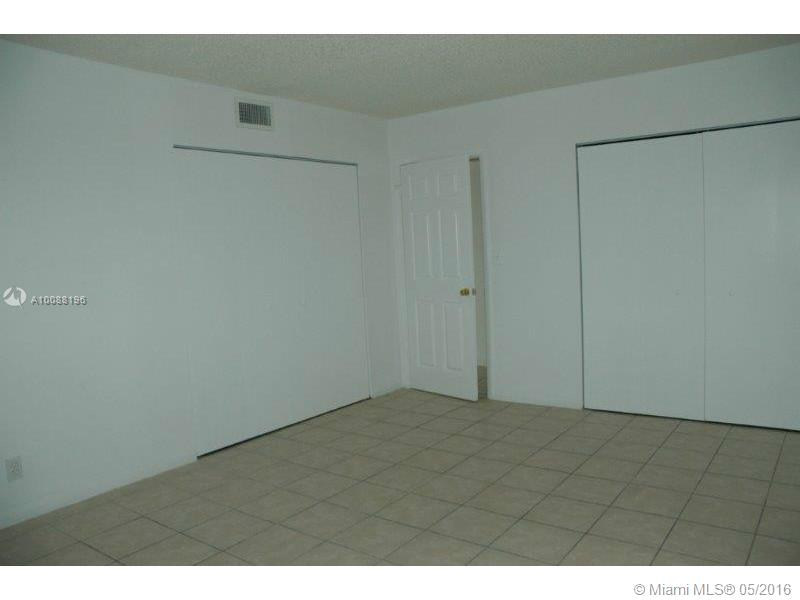 Hollywood Little Ranches #203 - 05 - photo