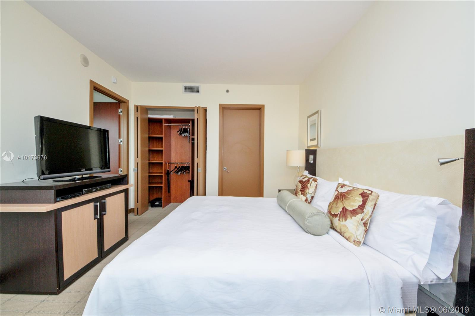 Property 1395 Brickell Ave #2805 image 12