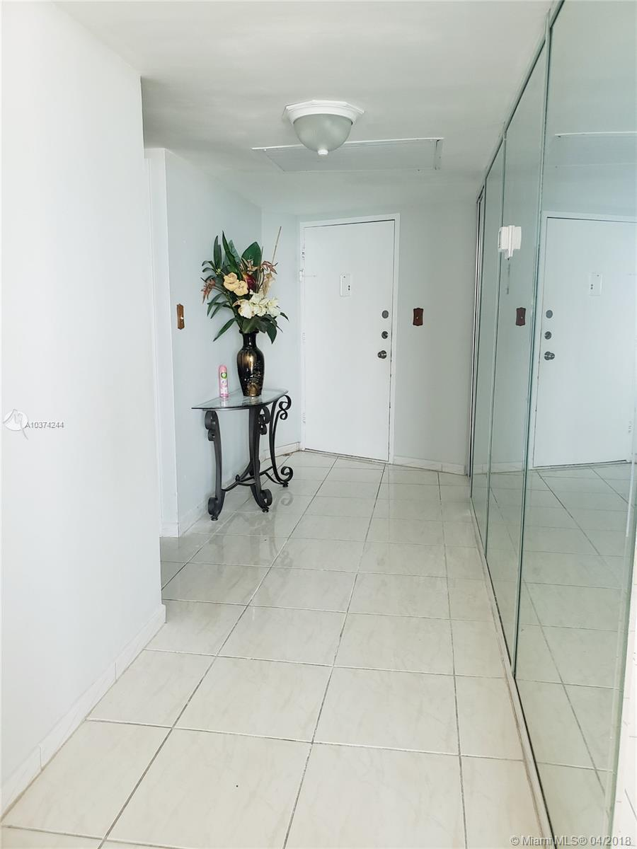 5401 Collins Ave #919 photo04