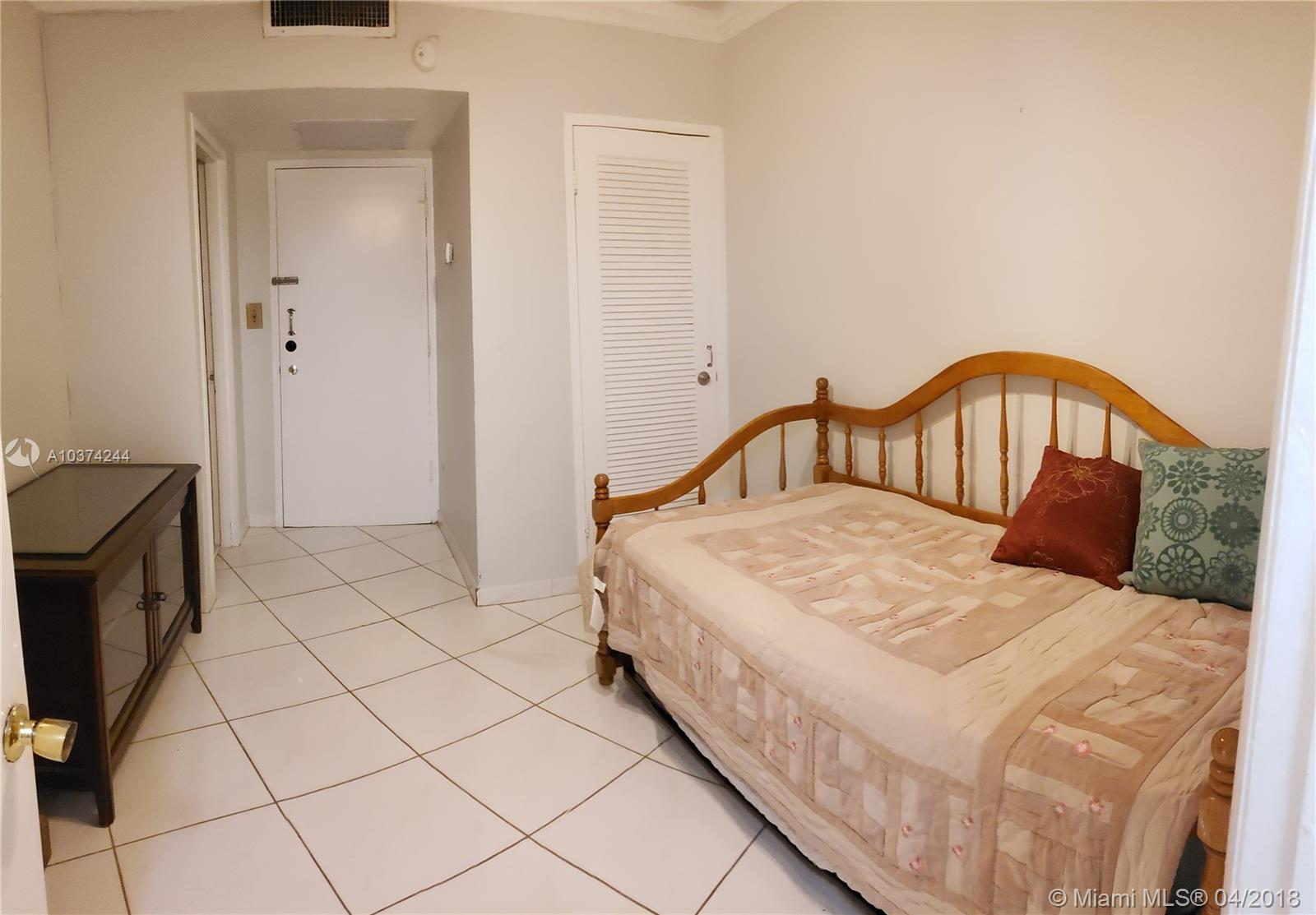 5401 Collins Ave #919 photo08