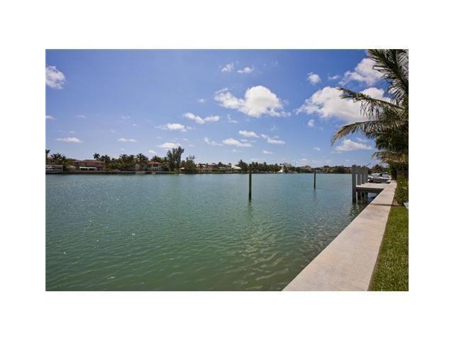 Photo of 2555 Lake Av
