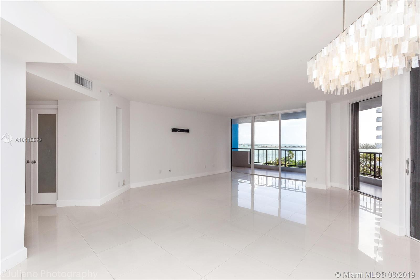 1581 Brickell Ave #205 photo02