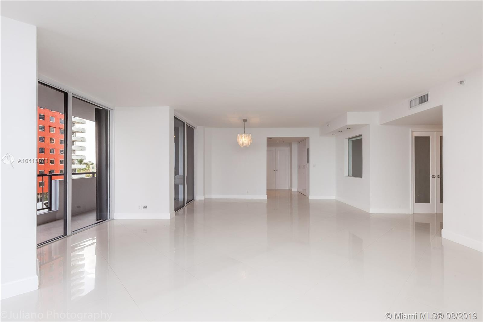1581 Brickell Ave #205 photo03