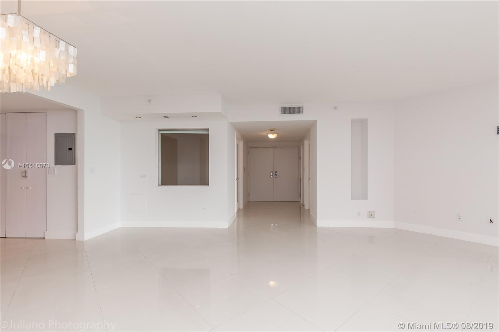 1581 Brickell Ave #205 photo04