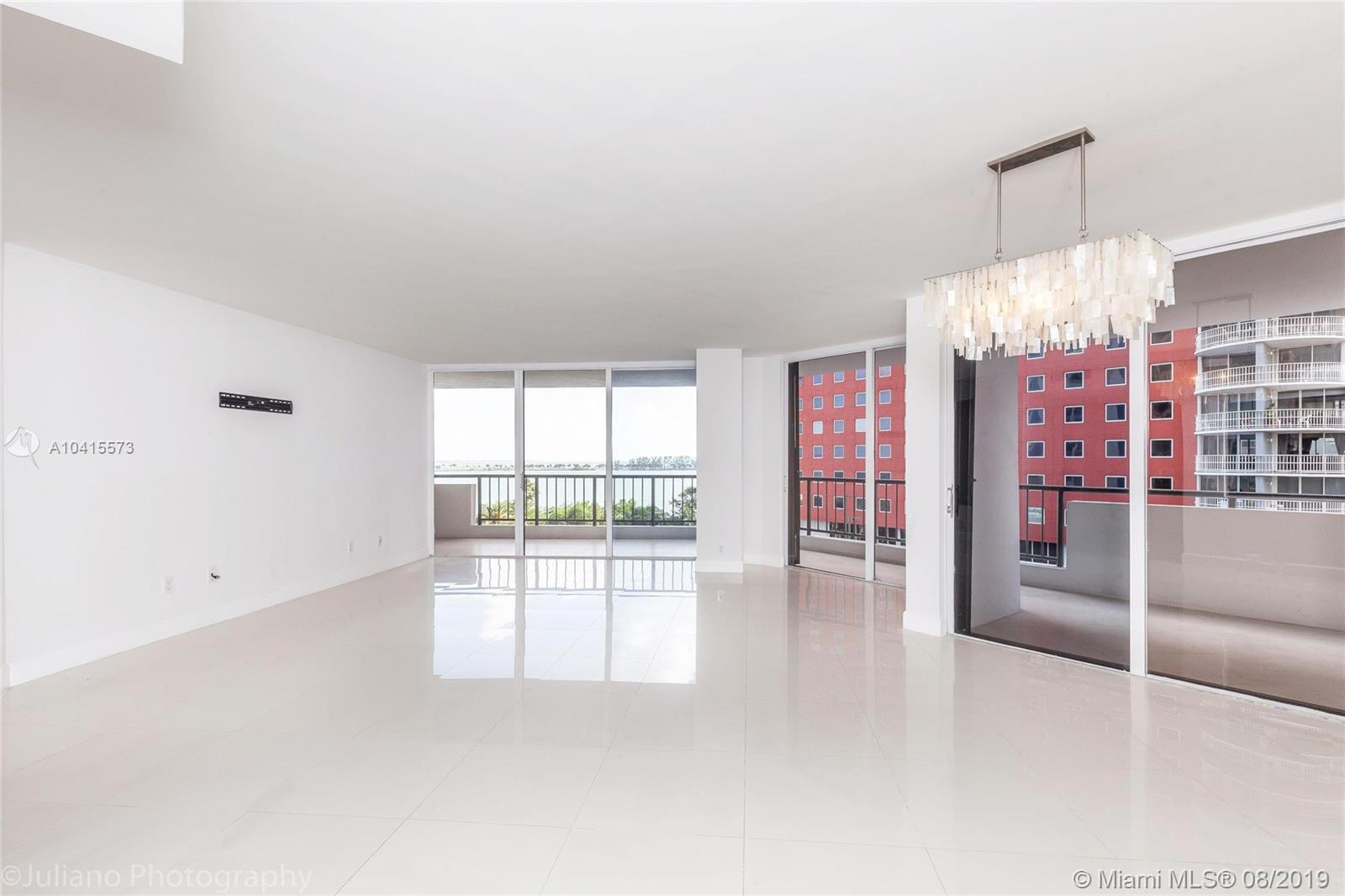 1581 Brickell Ave #205 photo05