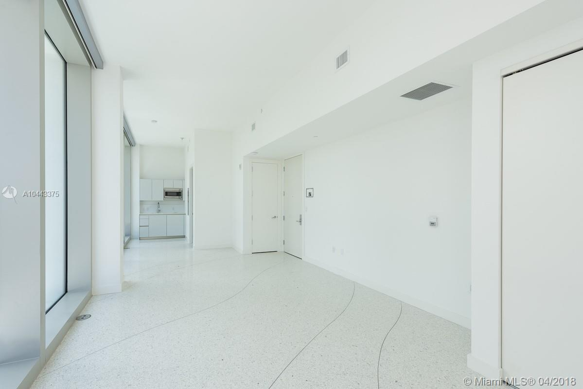16901 Collins Ave #406 photo05