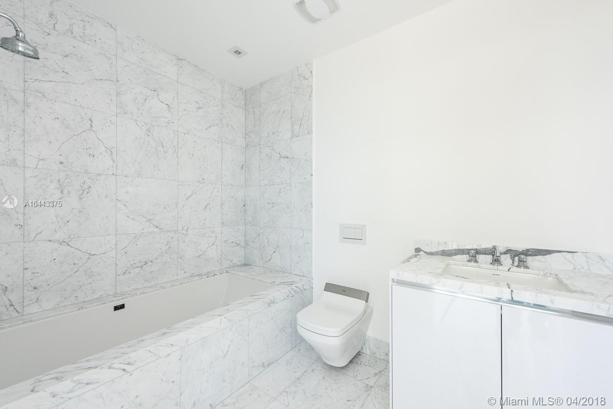 16901 Collins Ave #406 photo07