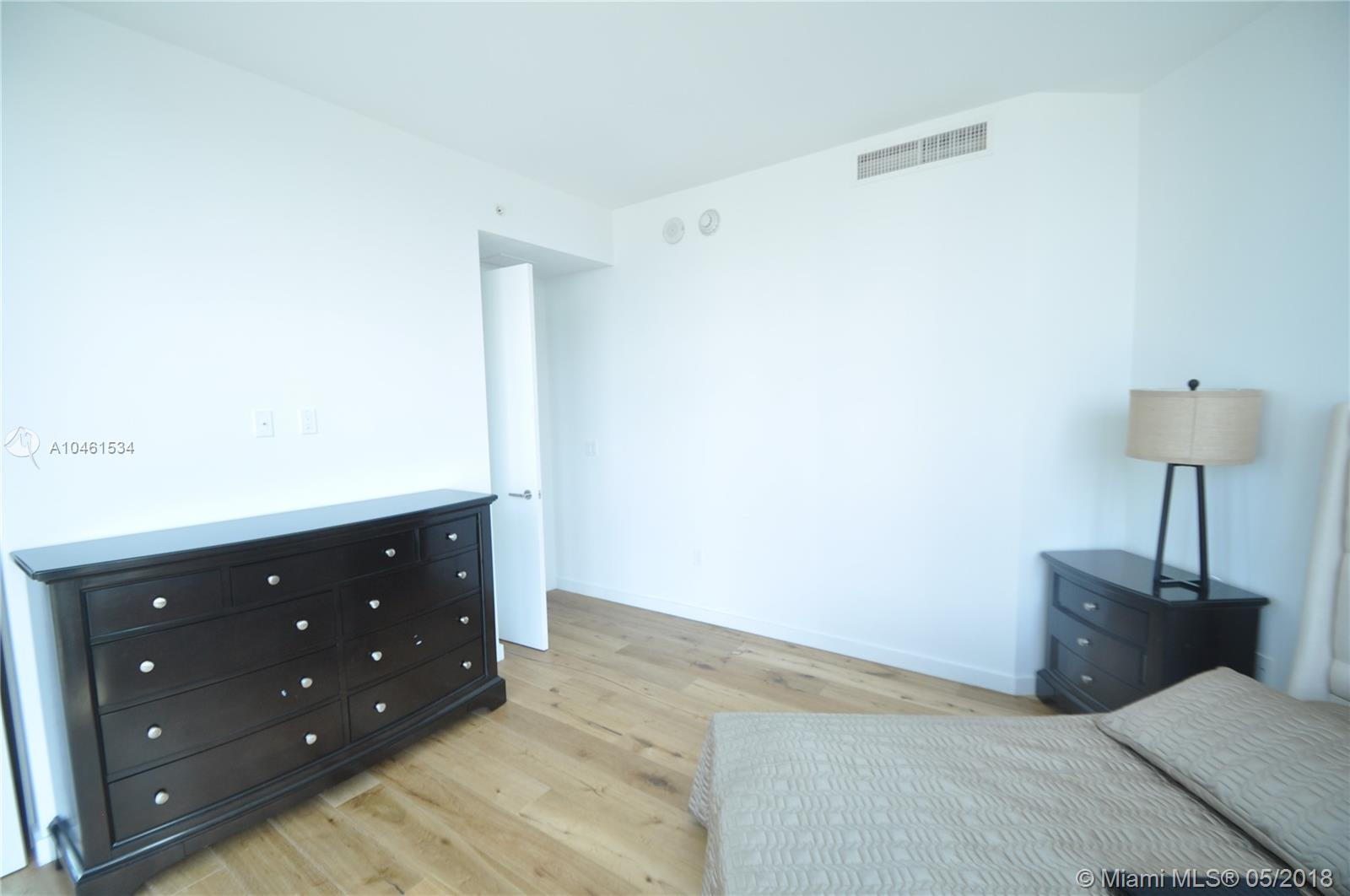 17475 Collins Ave #804 photo018