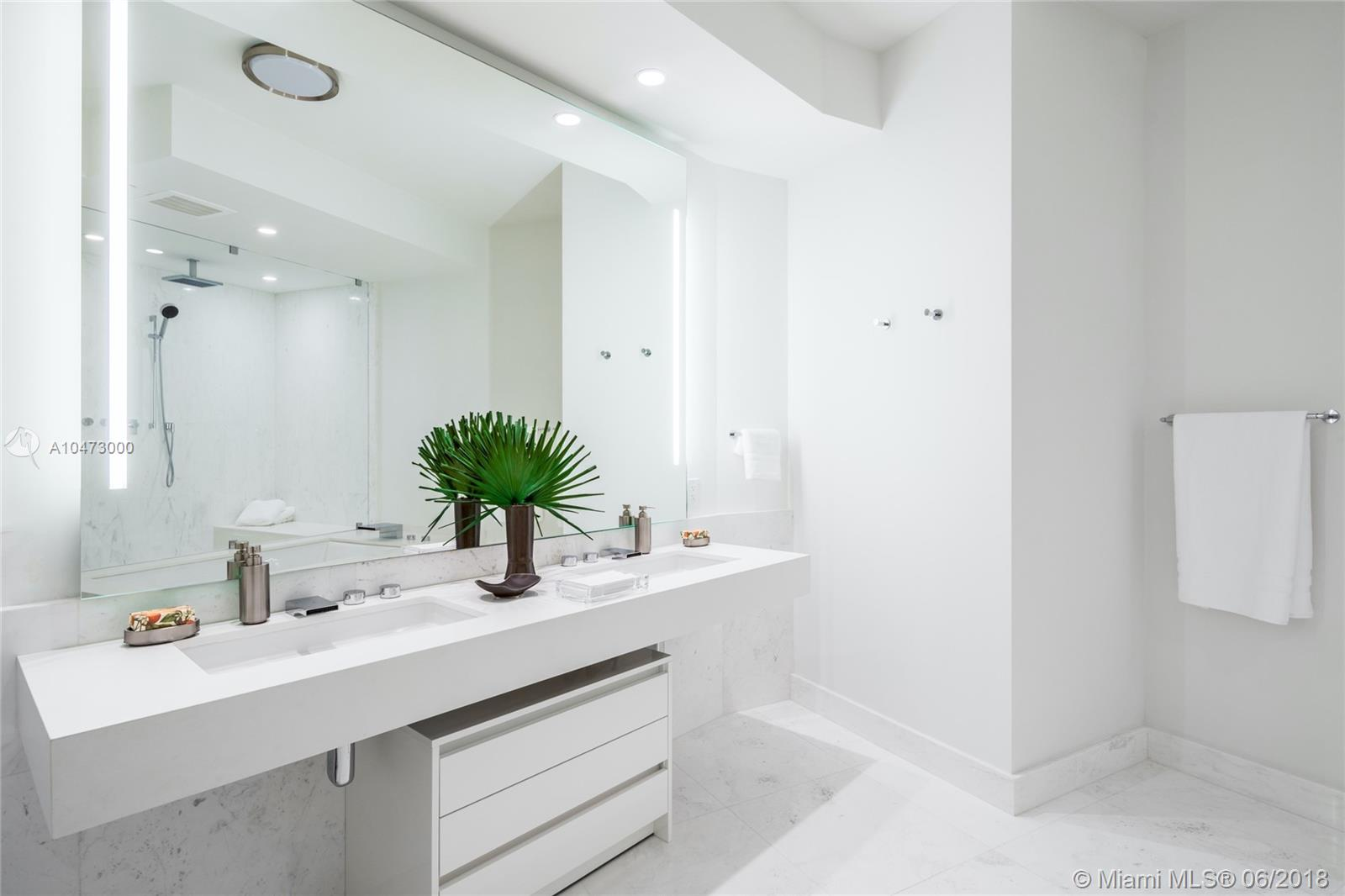 18555 Collins Ave #2101 photo08