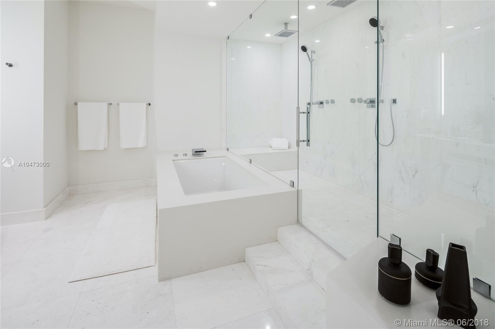 18555 Collins Ave #2101 photo09