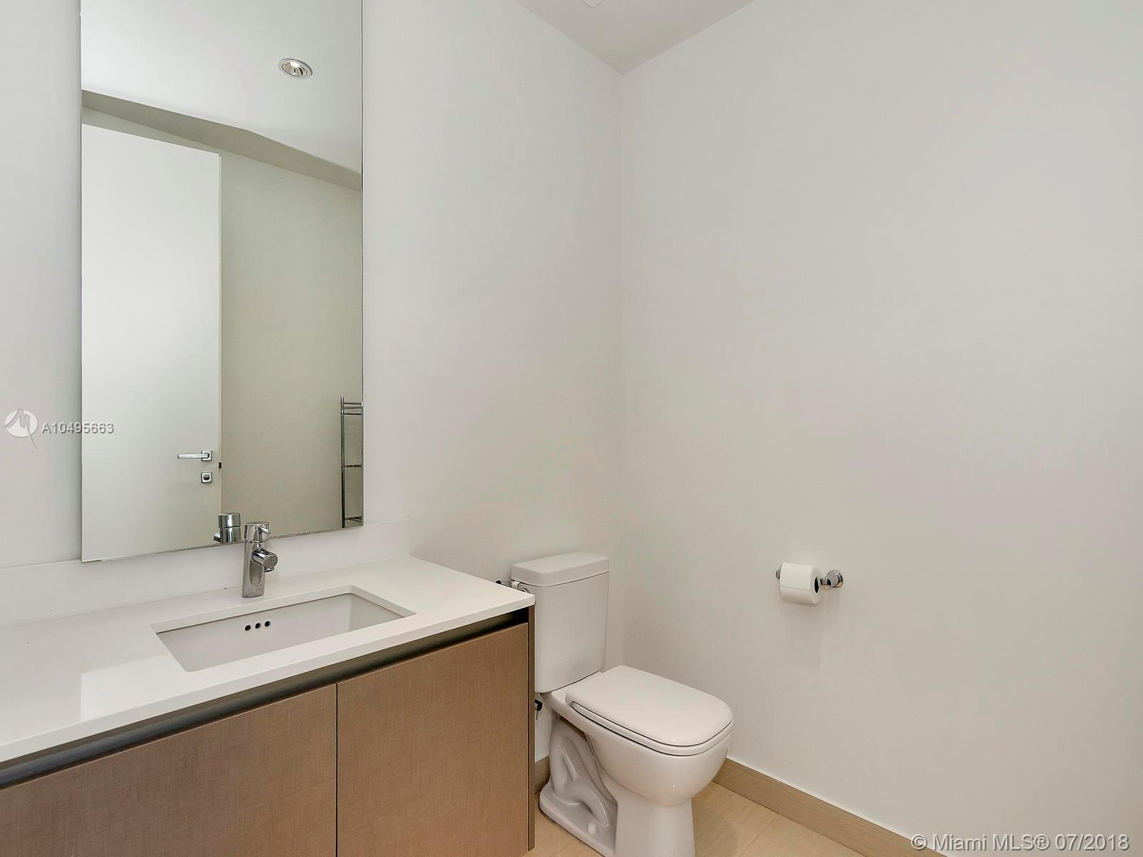 3250 NE 188th St #301 photo015