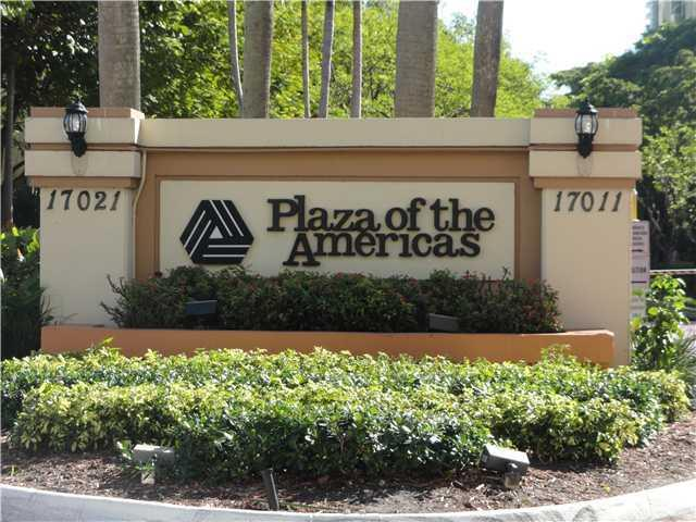 Plaza of the Americas #117 - 02 - photo
