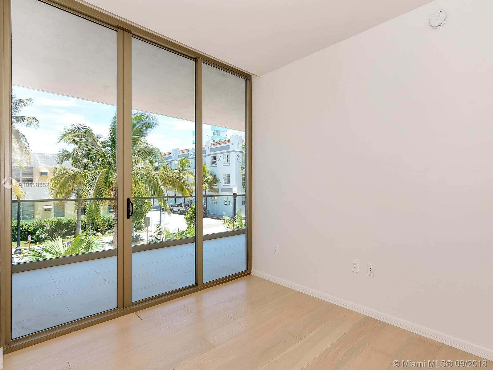 300 Collins Avenue #2E photo028