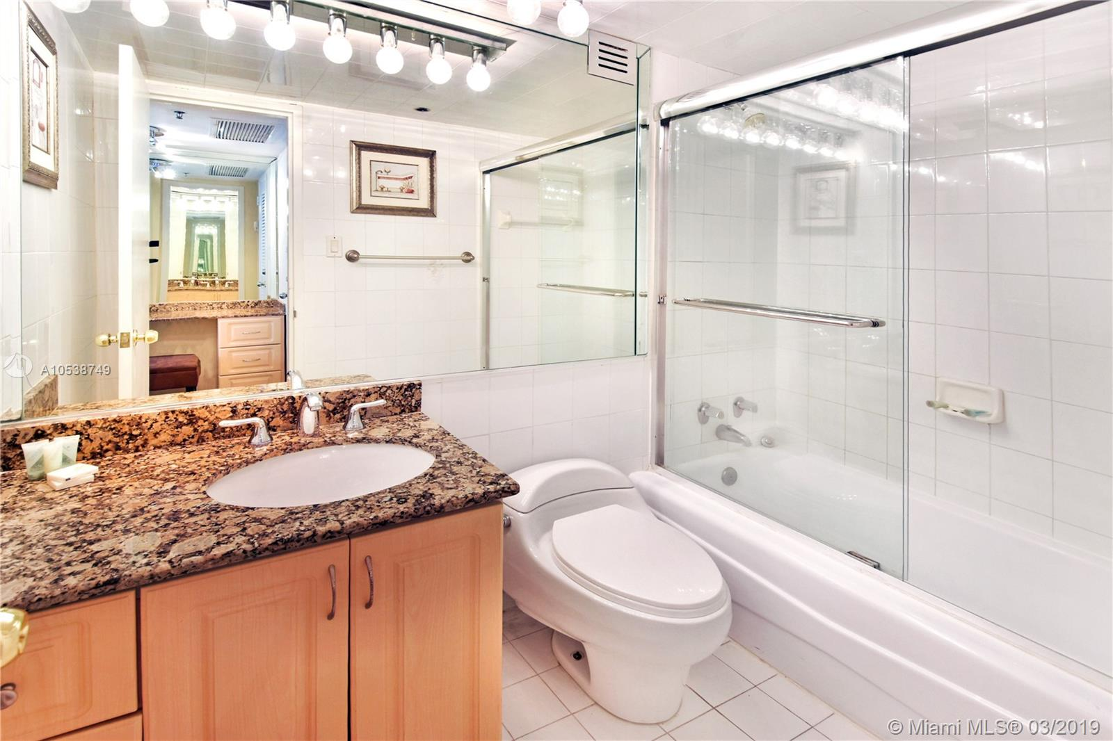 5225 Collins Ave #1416 photo012