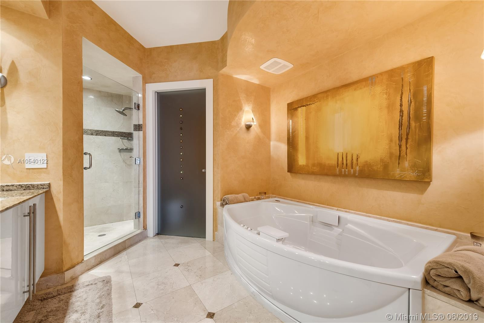 1000 S Pointe Dr #1802 photo09