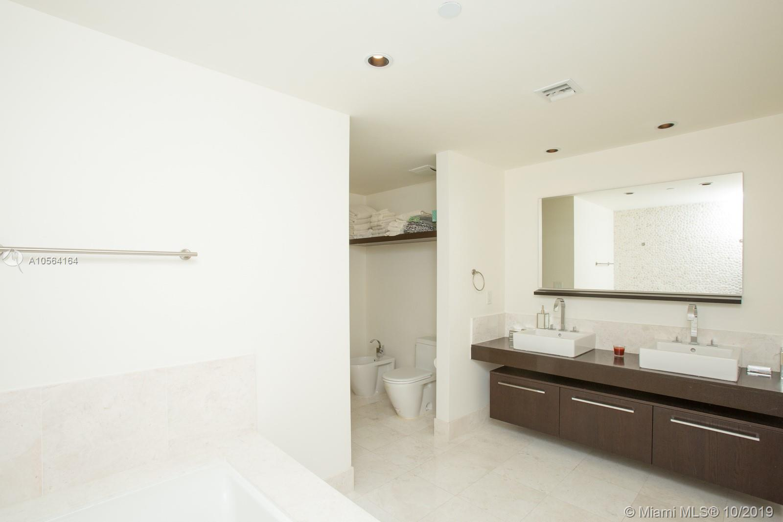 17121 COLLINS AVE #807 photo016