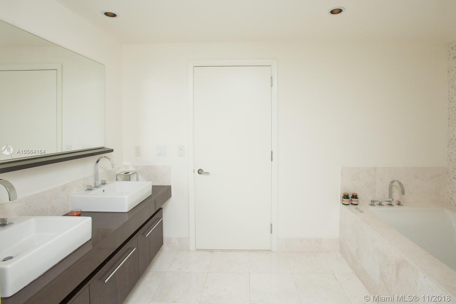 17121 COLLINS AVE #807 photo018