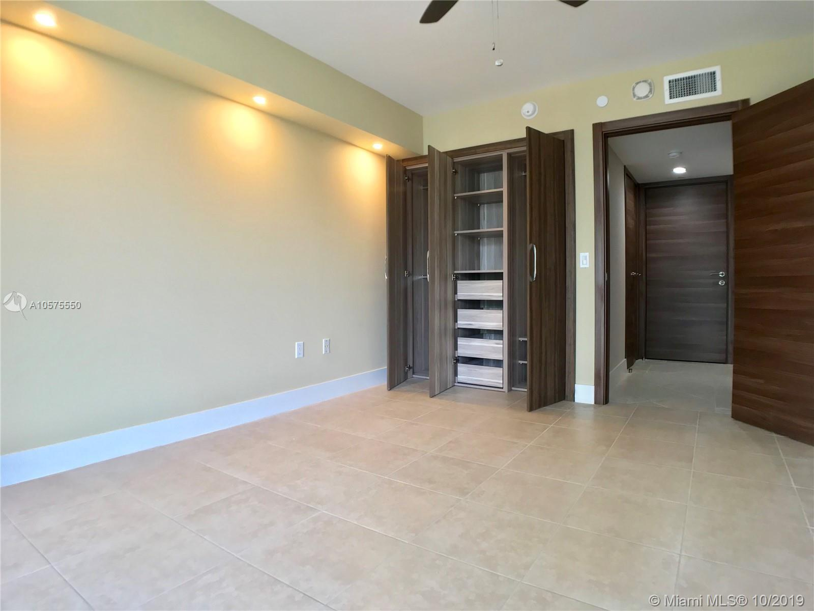 16711 Collins Ave #604 photo021