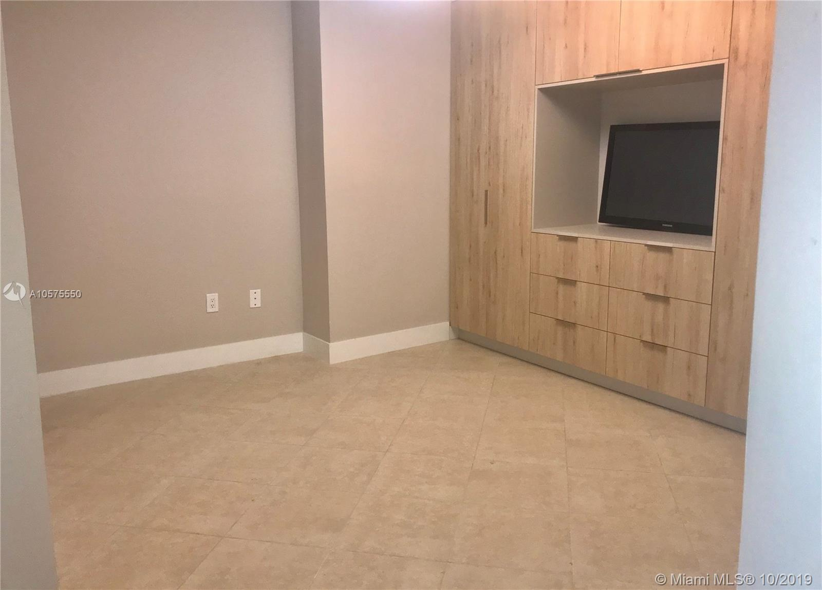 16711 Collins Ave #604 photo024