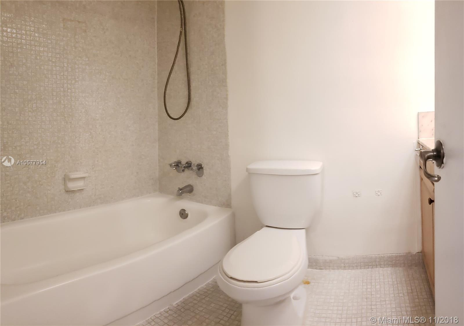 5401 Collins Ave #1116 photo07