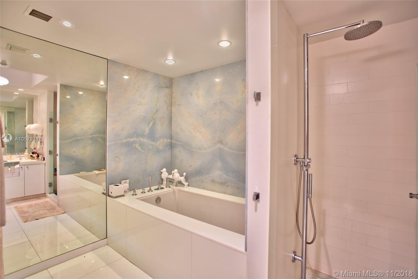 100 S Pointe Dr #1610 photo014