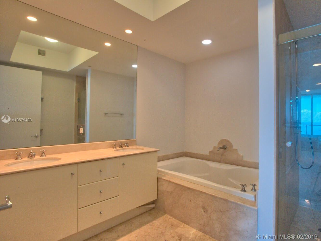 100 S Pointe Dr #1608 photo010