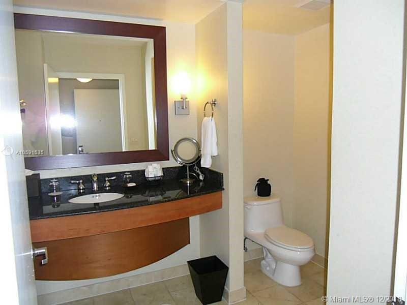 18001 Collins Ave #518 photo07