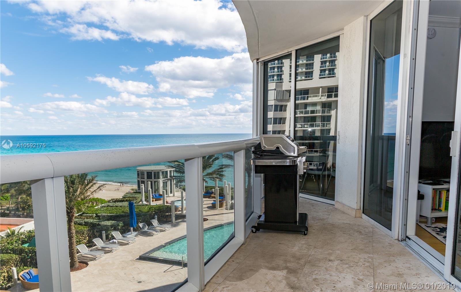 17201 Collins Ave #802 photo02