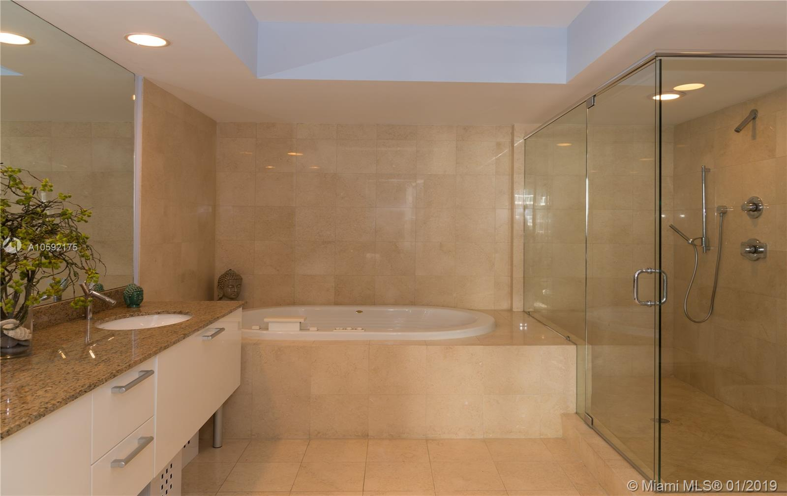 17201 Collins Ave #802 photo07
