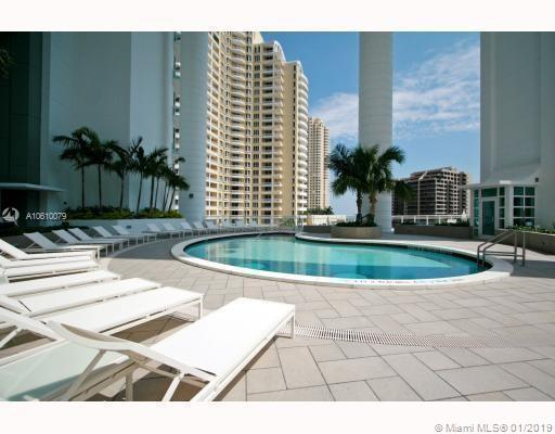900 Brickell Key Blvd, 2402 - Miami, Florida