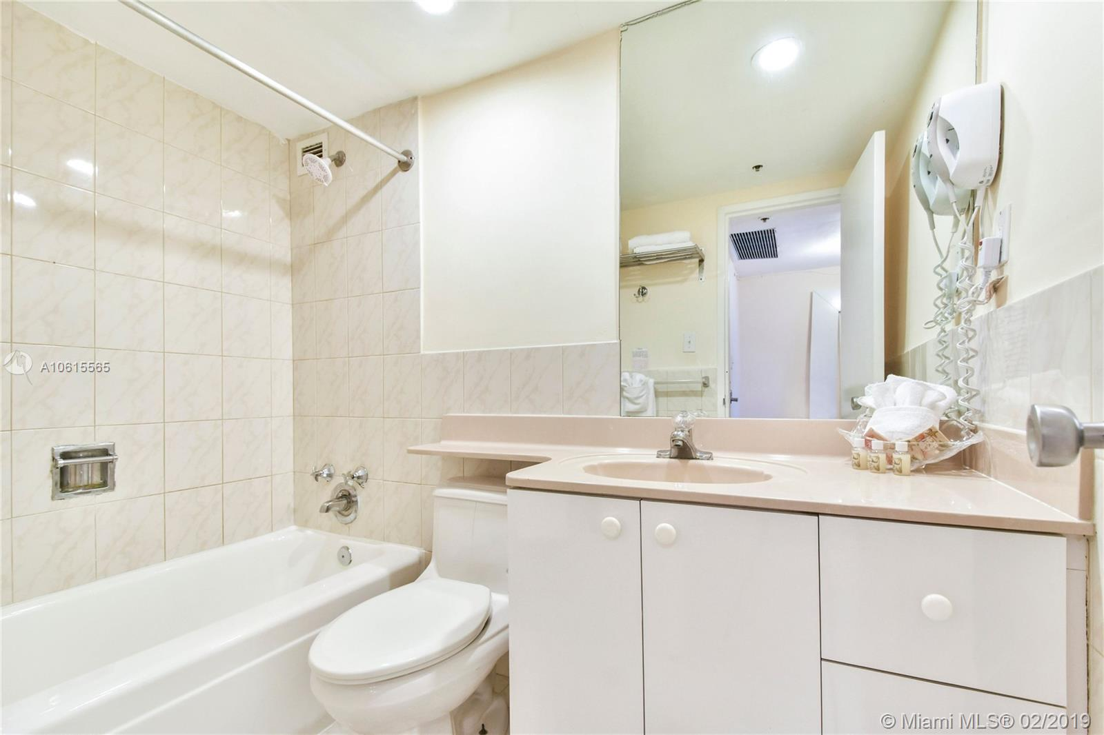 5225 Collins Ave #411 photo010