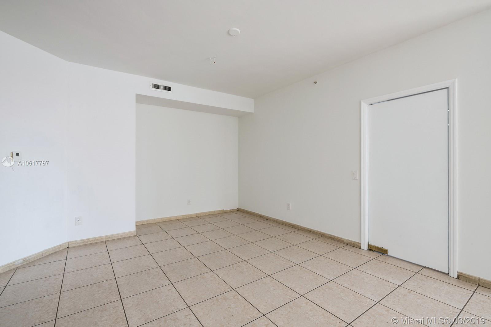 Property 21050 NE Point Pl #306 image 9