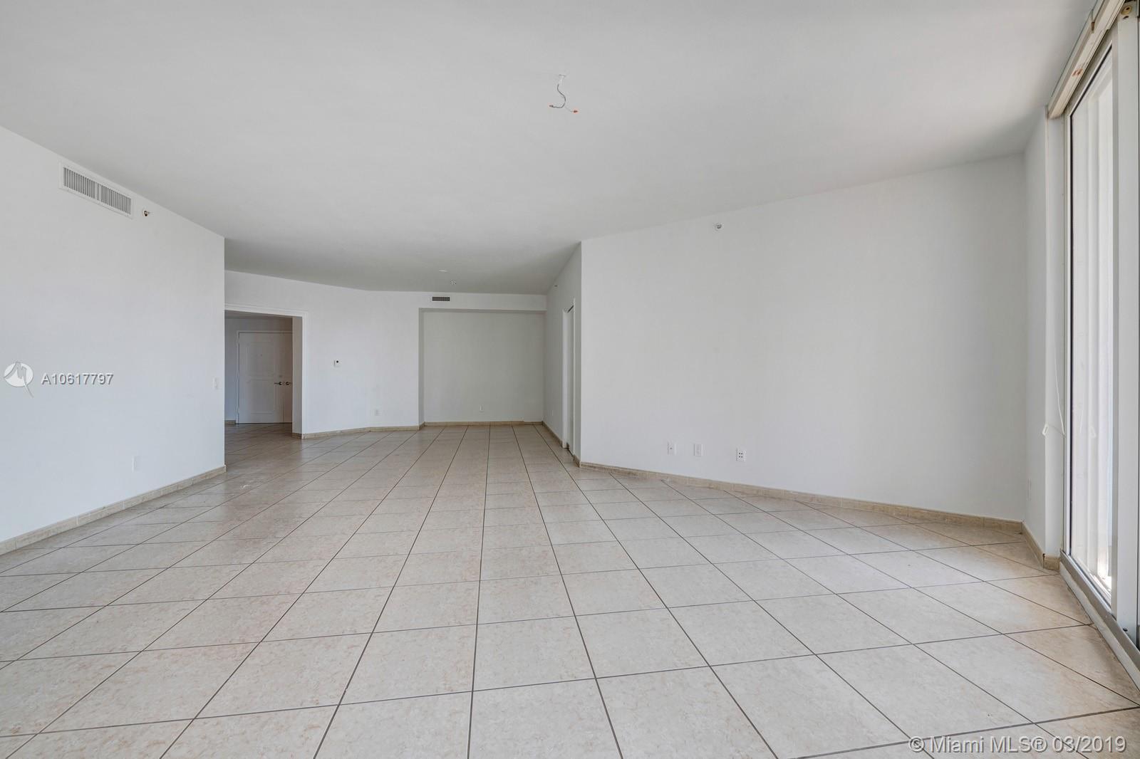 Property 21050 NE Point Pl #306 image 6