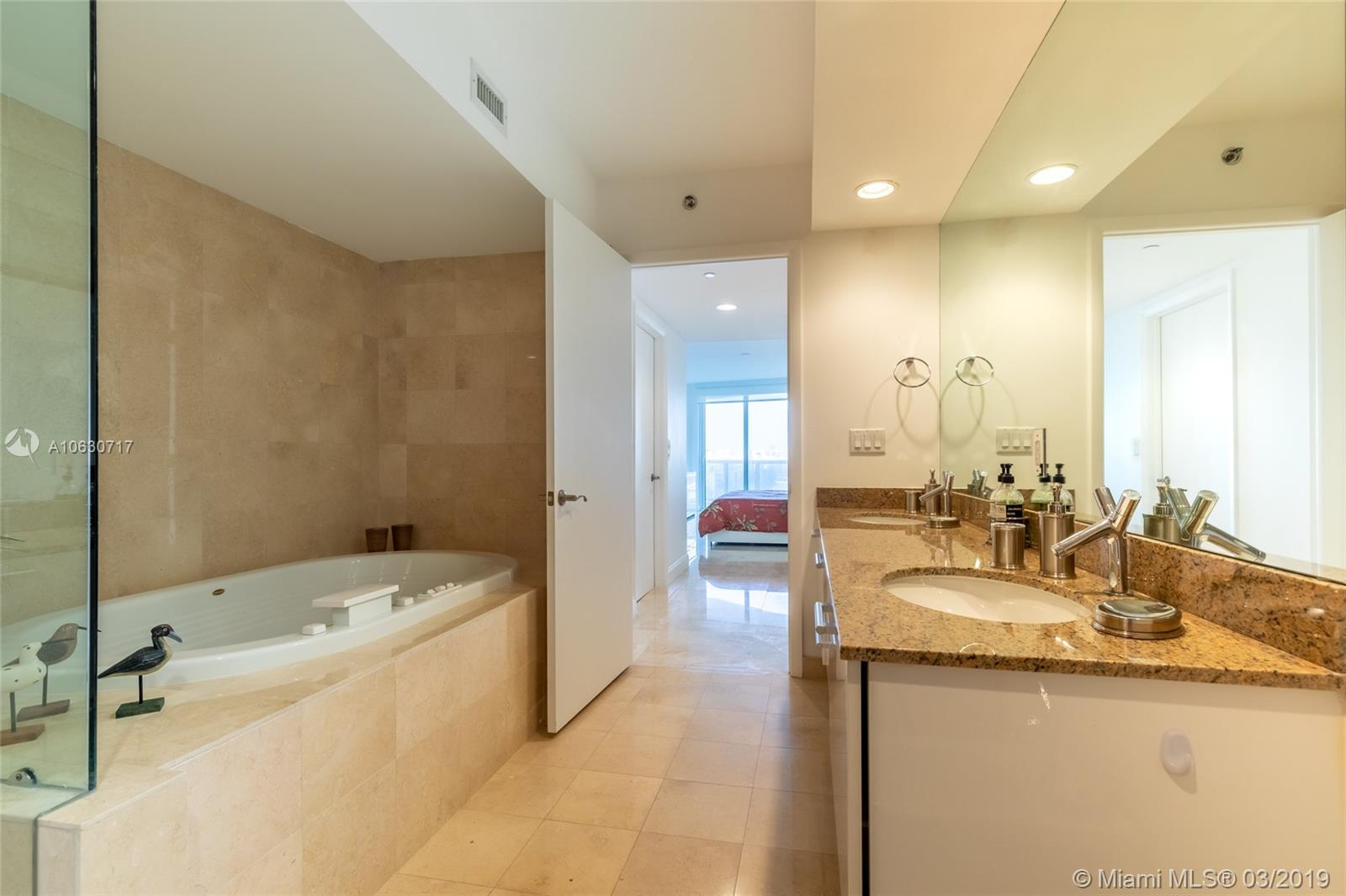 17201 Collins Ave #704 photo023