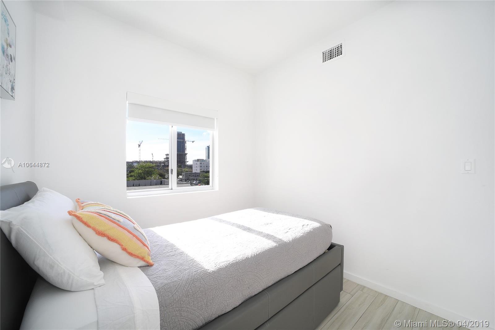 Property 481 NE 29th St #501 image 22