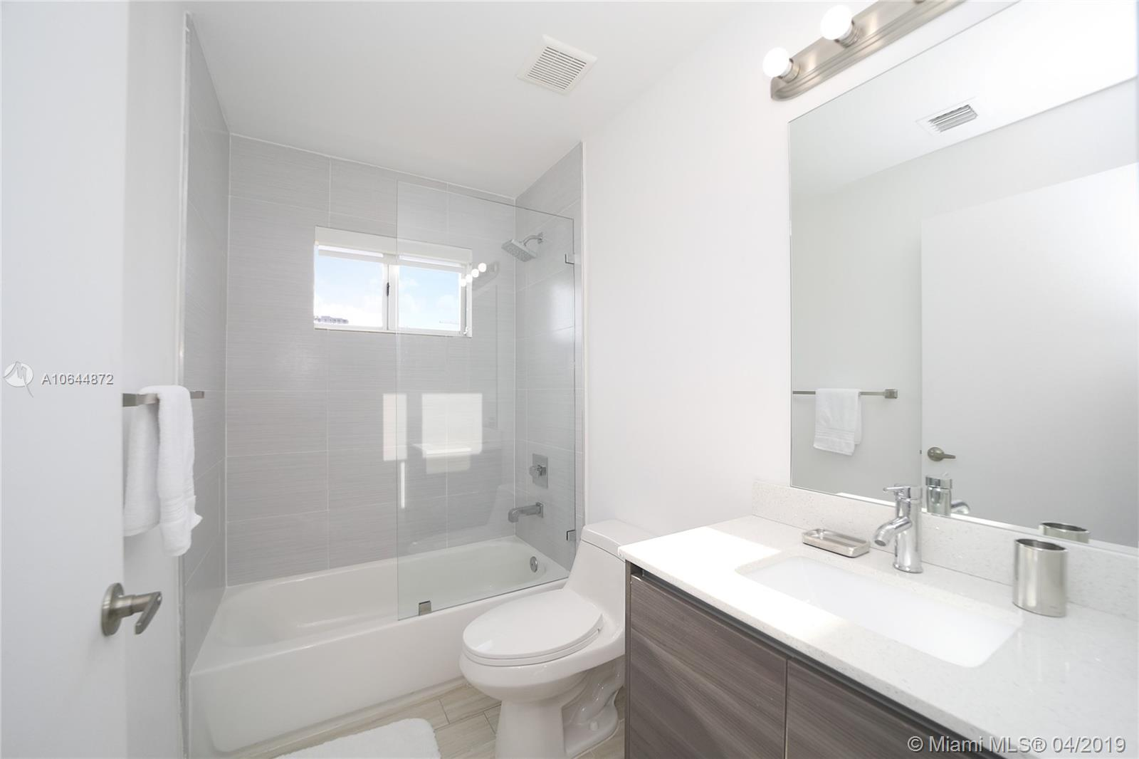Property 481 NE 29th St #501 image 25