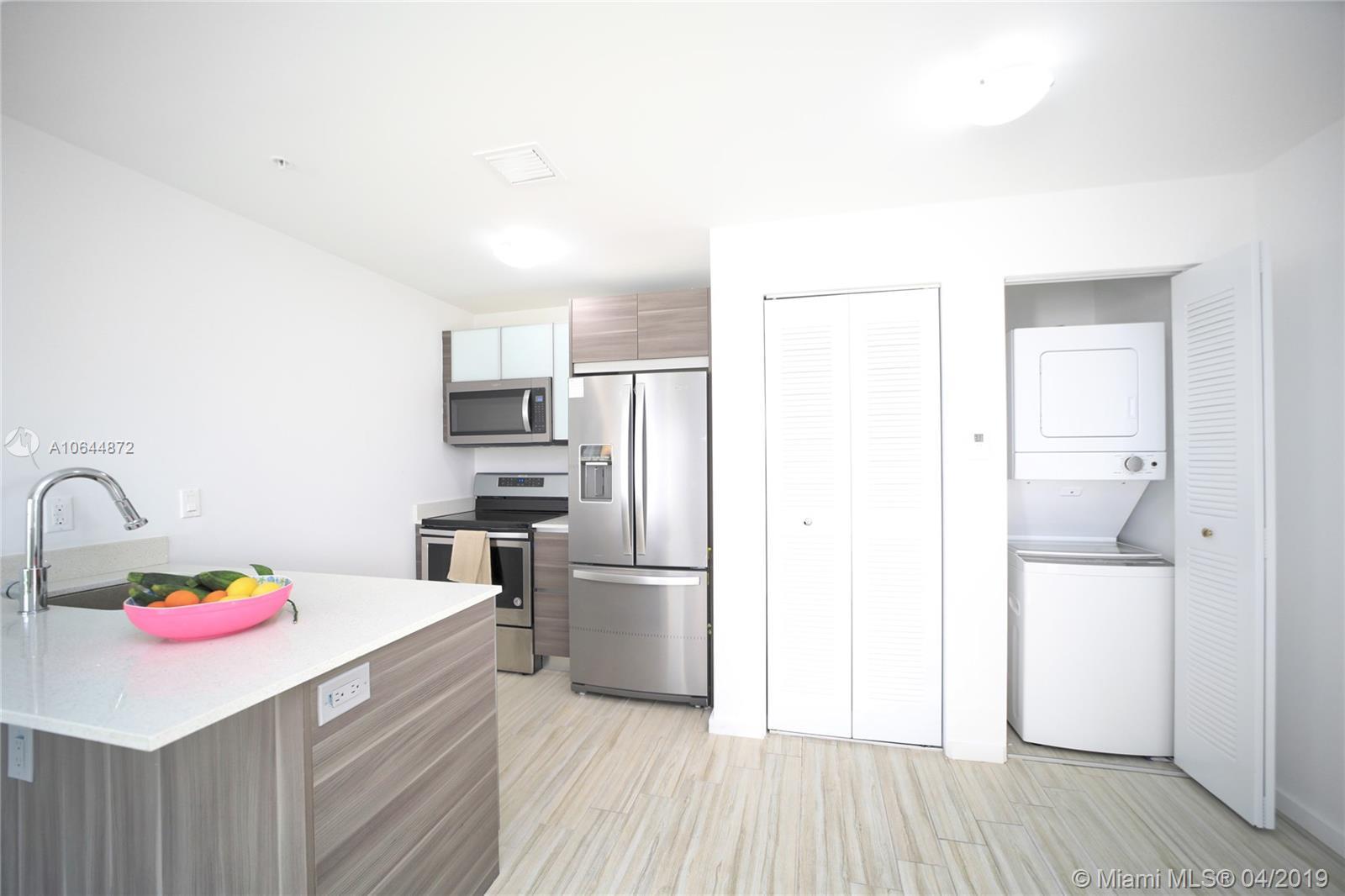 Property 481 NE 29th St #501 image 8